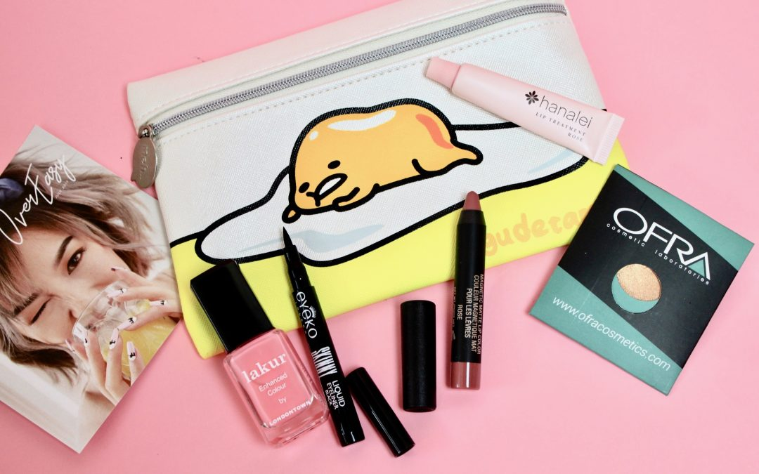 I am so excited to review this month's Ipsy bag! I was almost afraid something happened to my bag because I got it so late this month. But I think with all the hurricane commotion here in Florida, it might have been pushed back a little.